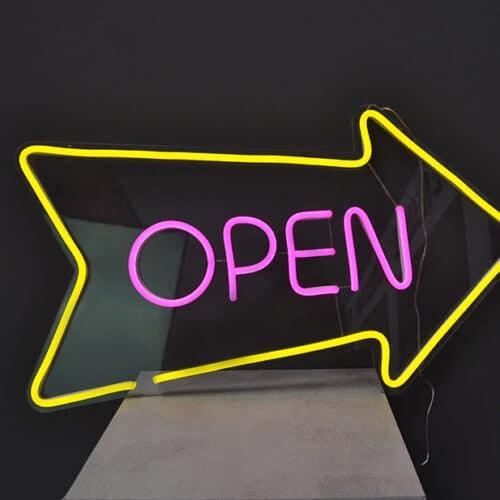 scritta led open luminosa
