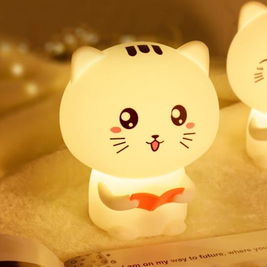 lampada gatto accesa