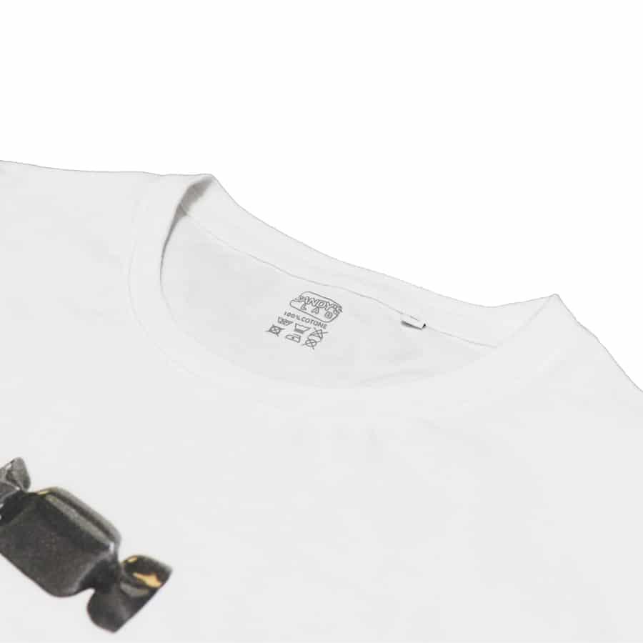 T-shirt bianca con caramella nera